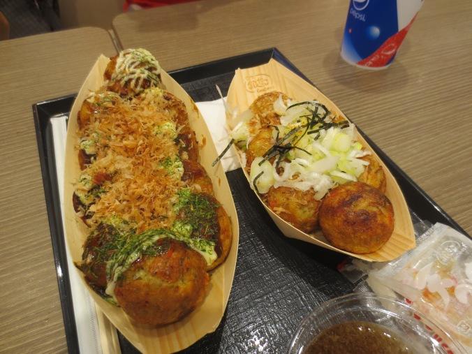 """Nuestros """"barcos"""" de takoyaki"""