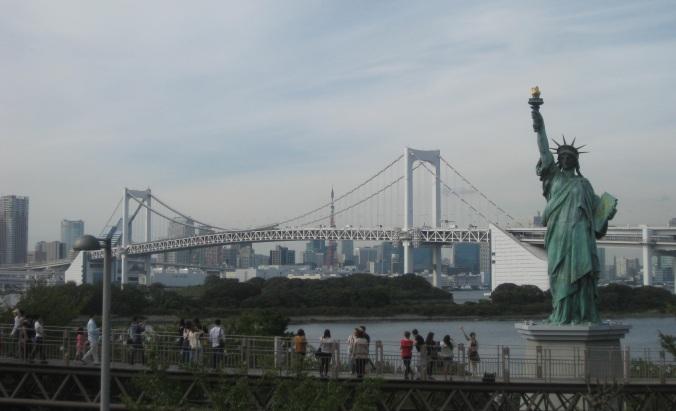 Rainbow Bridge y Estatua de la Libertad (un regalo del gobierno americano)