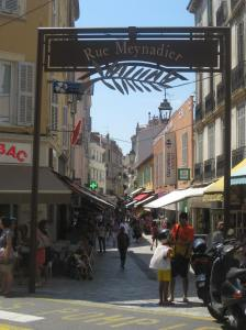 Entrada a la Rue Meynadier